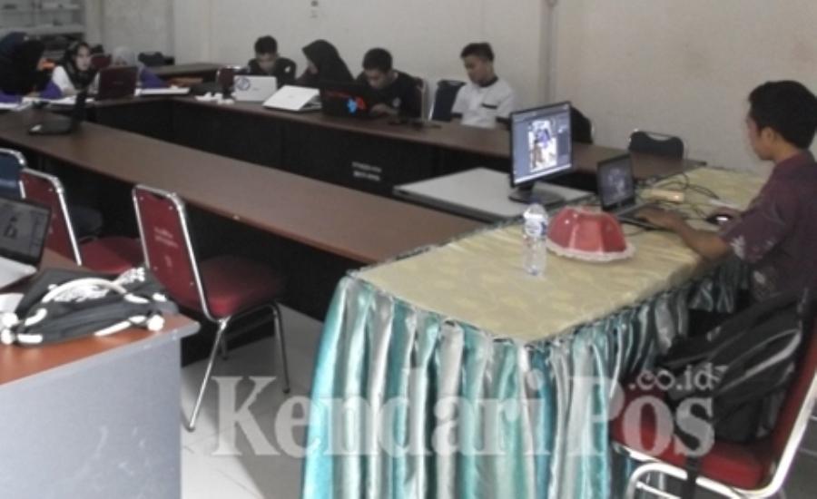 Prodi Kesmas Mandala Waluya Kendari Gelar Pelatihan Multimedia