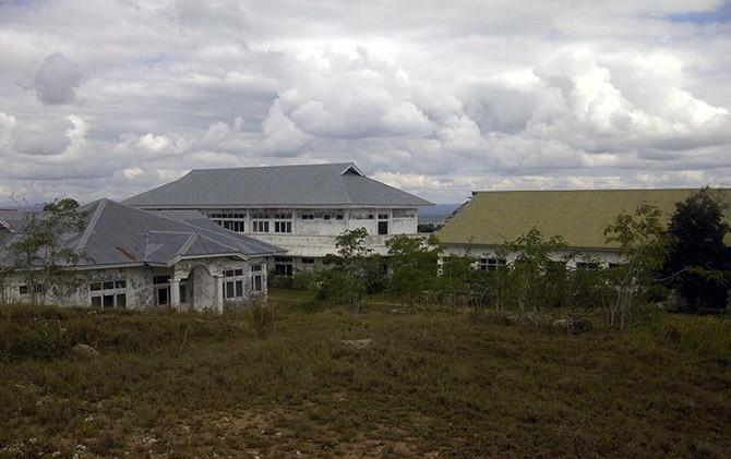Bangunan utama rencana rumah sakit yang terbengkalai di kabupaten Timor Tengah Utara (TTU) NTT
