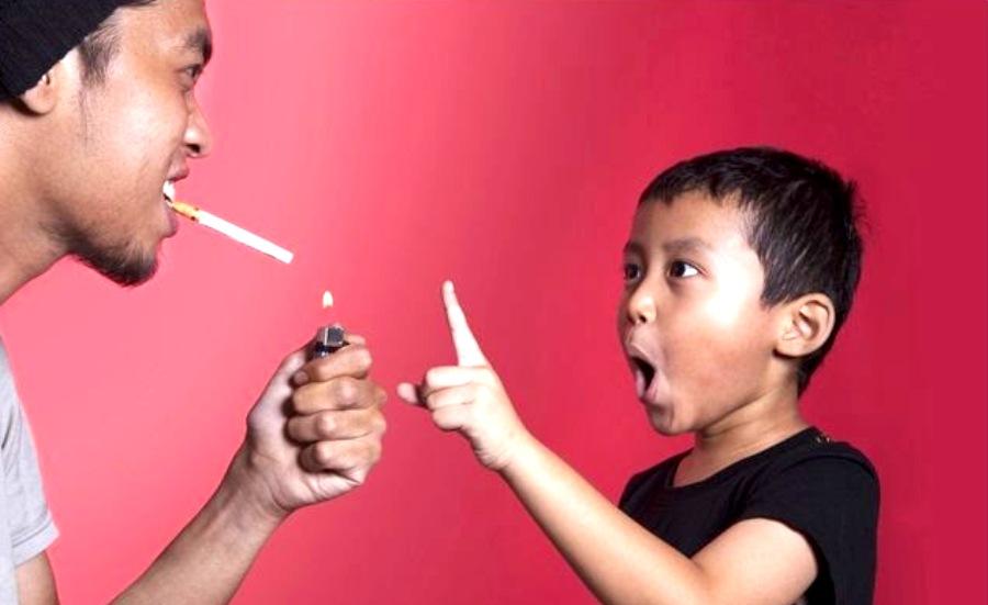 Ini Lho Daftar Penyakit yang Ditularkan Perokok Aktif di Rumah Tangga