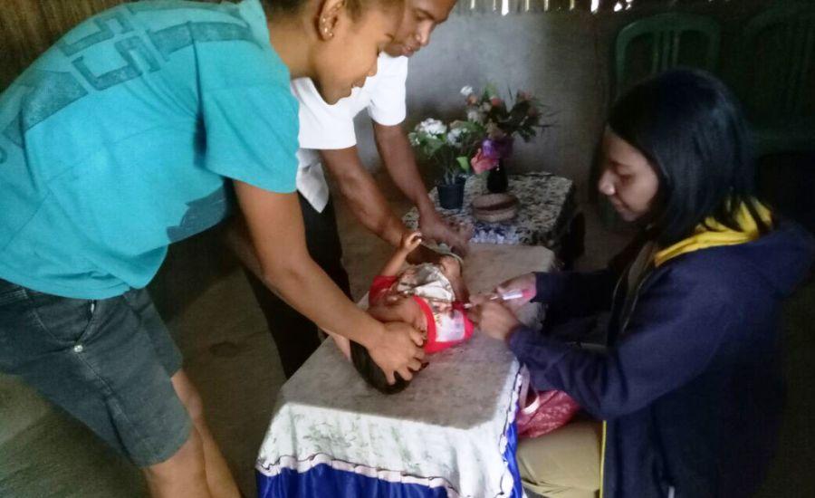 Tim Nusantara Sehat Lakukan Home Visit Keluarga Dengan Anak Gizi Buruk-3