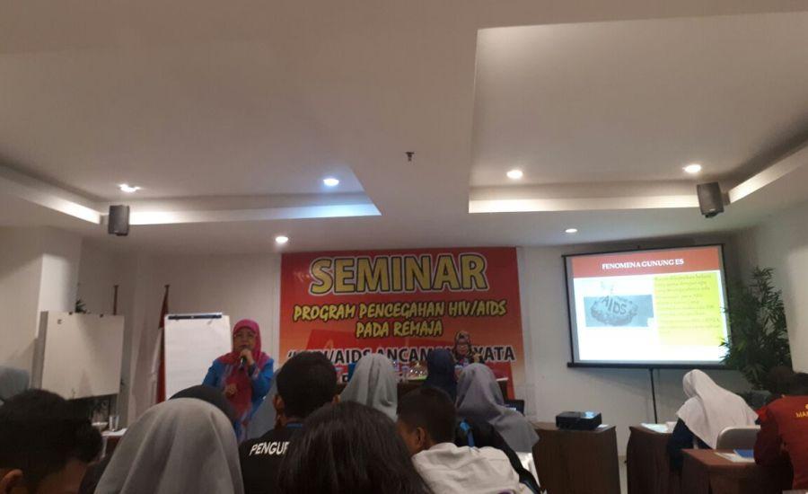 Cegah HIV AIDS Pada Remaja, BEM FKM Universitas Halu Oleo Ikuti Seminar dari KPAP Sultra-3