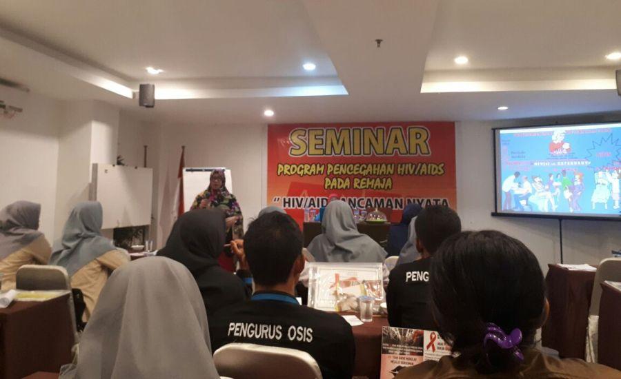 Cegah HIV AIDS Pada Remaja, BEM FKM Universitas Halu Oleo Ikuti Seminar dari KPAP Sultra-4