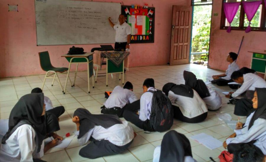 Siswa SMA di Kecamatan Pulau Merbau Dapat Muatan Lokal Ilmu Kesehatan Remaja