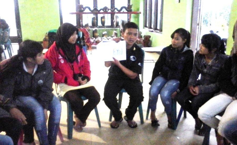 Mengintip Kegiatan Posyandu Remaja di Lereng Gunung Bromo