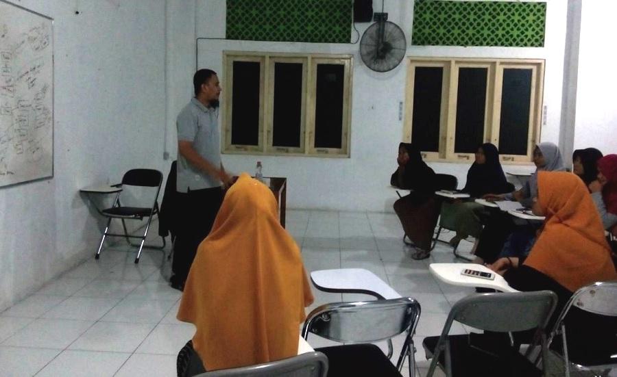 Tingkatkan Skill Pengurus, Divisi Humas PMKM Surya Global Gelar Training Pengelolaan SOSMED