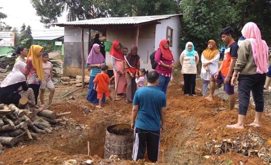 Dalam Rangka PBL, Mahasiswa Kesehatan Masyarakat Ini Wujudkan Pilar ke-5 STBM di Desa Tajau Mulya