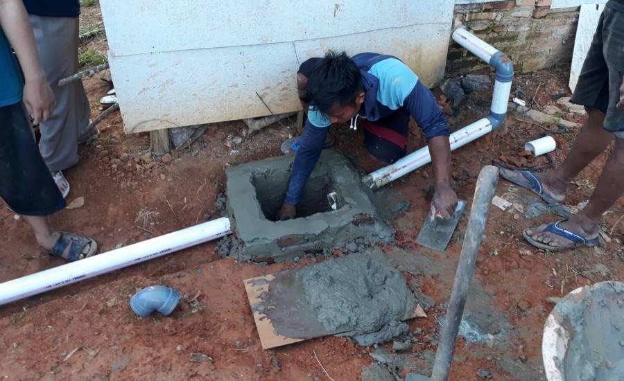 Pembuatan Saluran Pembuangan Air Limbah Sederhana di Desa Tajau Mulya
