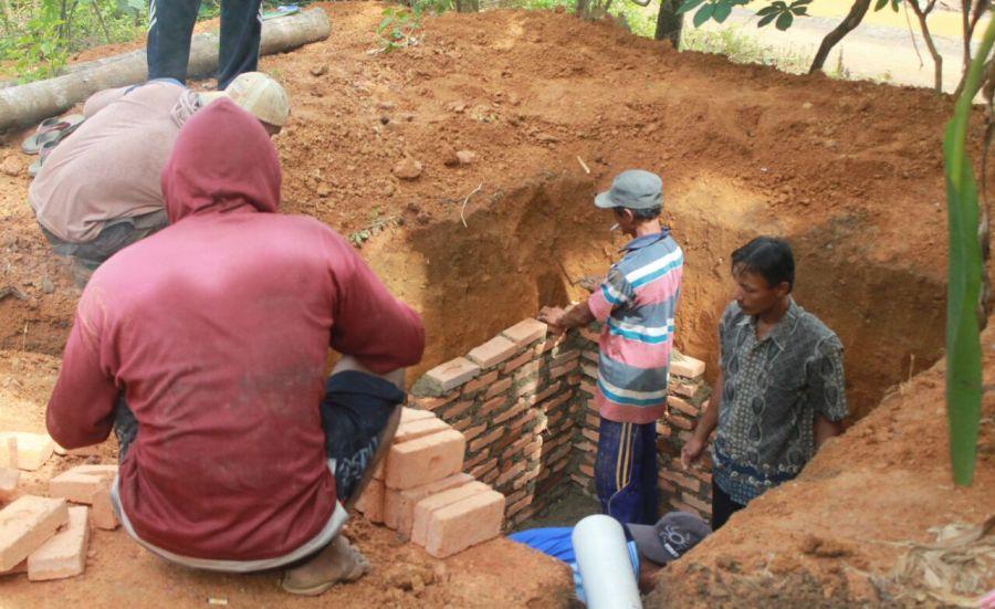 SPAL Desa Jilatan Karya Mahasiswa Kesmas ULM