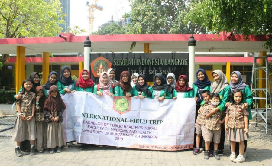 Mahasiswa Prodi Kesmas UMJ di Sekolah Indonesia Bangkok