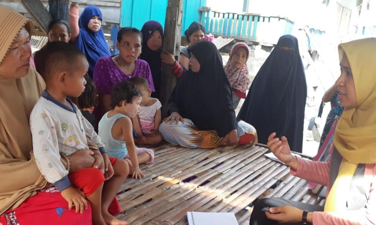 Tim Nusantara Sehat dan Staf Puskesmas Kabaena Barat Lakukan Bakti Sosial di Pulau Sagori