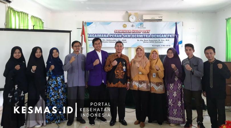 Foto Bersama Seminar IAKMI Kuningan