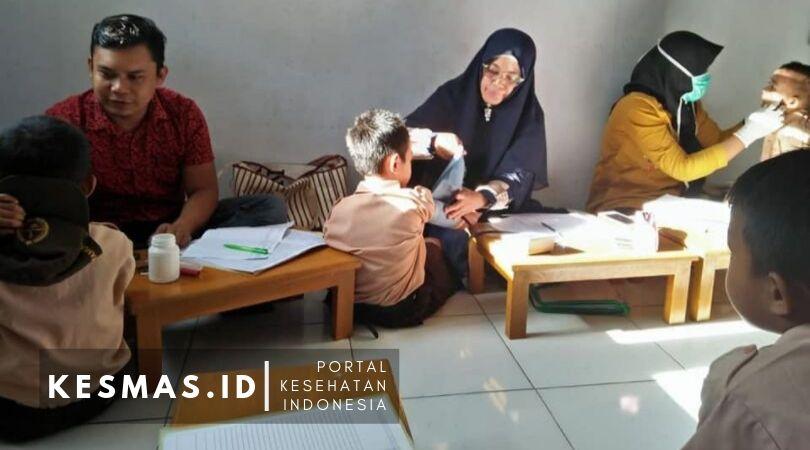 Puskesmas Ujung Loe Bagikan Obat Cacing Pada Anak Sekolah