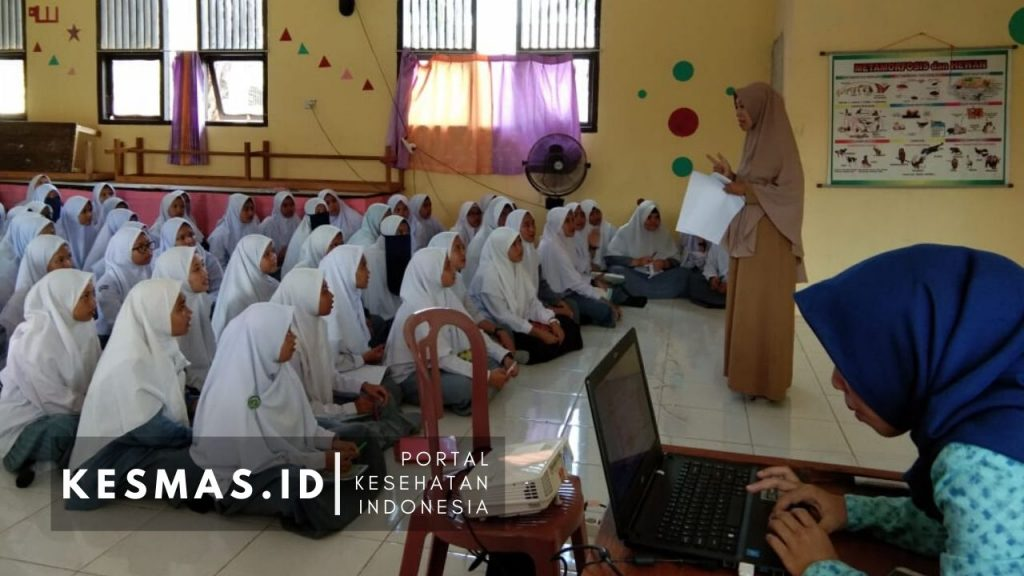 Penyuluhan Kesehatan Puskesmas Koba Bangka Tengah di Sekolah