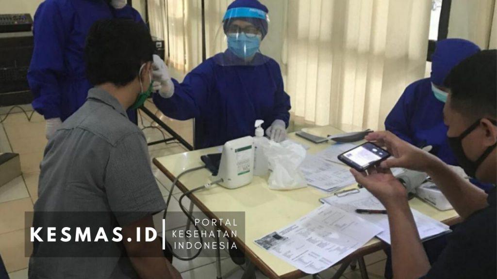 Screening PTM terintrgrasi dengan rapid test Puskesmas Matraman Jaktim