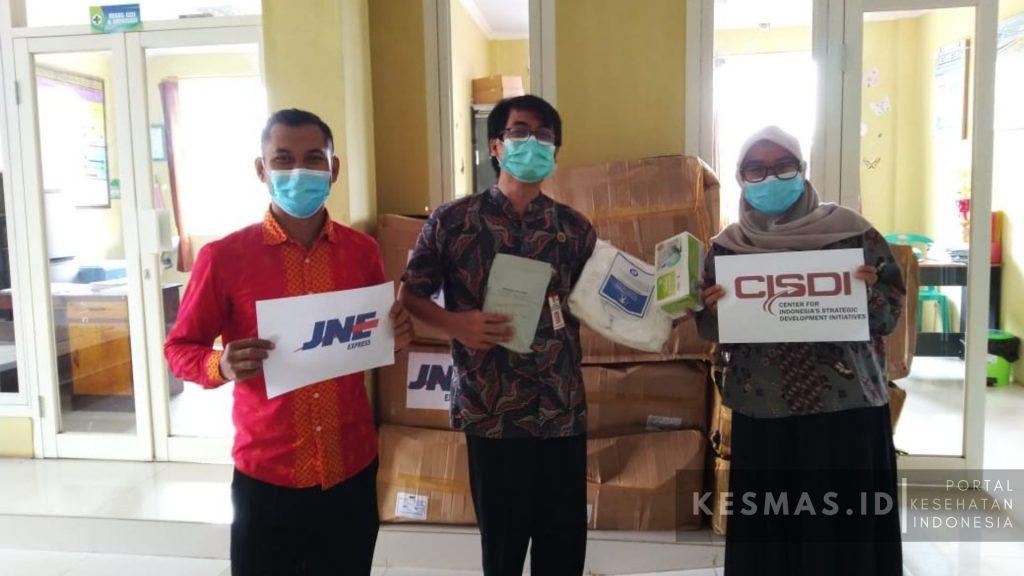 CISDI & JNE bantu tenaga medis APD
