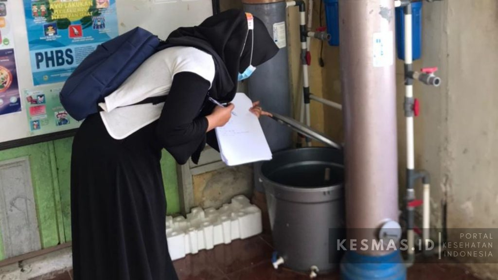 Pemeriksaan Sarana Air Bersih Ponpes Al Manshyuriah