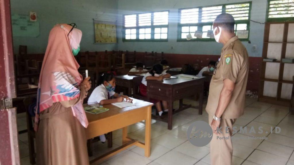 Camat Mentaya Hilir Utara Pantau Protokol Kesehatan di Sekolah