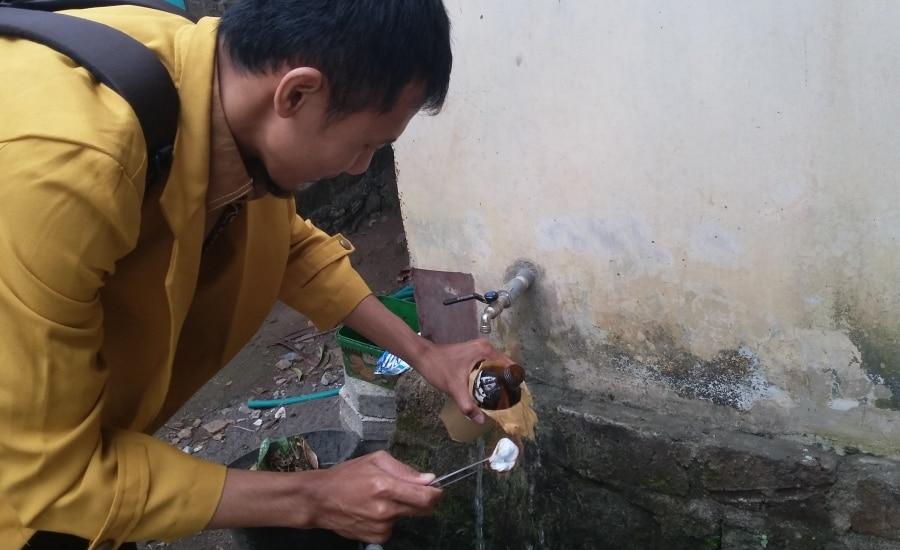 Mahasiswa STIKes Umitra Lampung Praktek Pemeriksaan Air Bersih di Wilayah Puskesmas Godean II