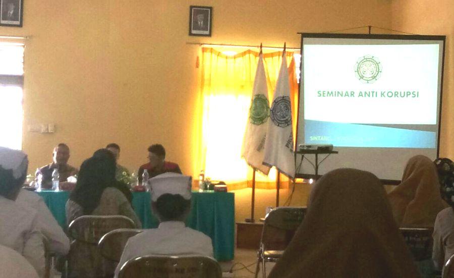 STIKes Kapuas Raya Sintang Adakan Seminar Pendidikan Anti Korupsi Bagi Calon Tenaga Kesehatan