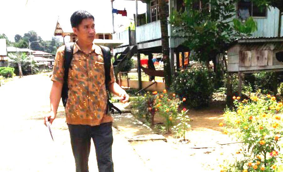 Usaha Berhenti Rokok Warga Desa Balatikon Dengan Bambu STOP Rokok