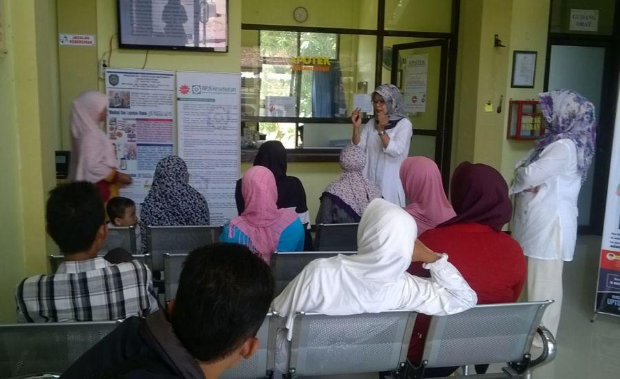 PJ Promkes Sosialisasikan BPJS PBI APBD Kepada Pengunjung Puskesmas Krangkeng