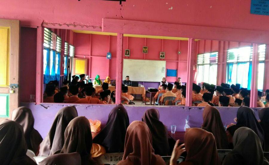 Puskesmas Pelangiran Adakan Sosialisasi Bahaya NAPZA & Penyalahgunaan Obat di MTS Nurul Wathan