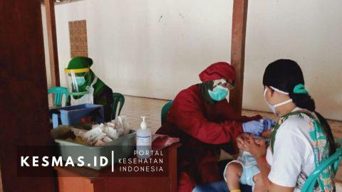 Ditengah Pandemi, Puskesmas Ronowijayan Tetap Laksanakan Imunisasi