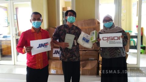 CISDI dan JNE Salurkan APD kepada Puskesmas Pasrujambe, Kabupaten Lumajang