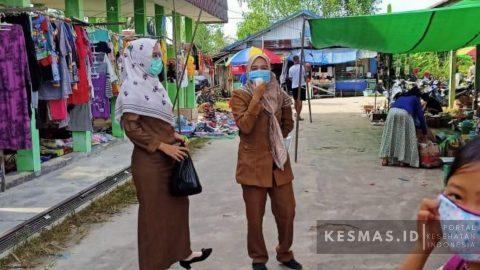 Tim Puskesmas Bagendang Bersama Tim Gugus Kecamatan Mentaya Hilir Utara Edukasi 3M di Pasar Selasa